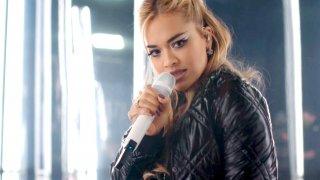 Певицата записва клип към новия си сингъл в страната, но се оказа засегната от ограниченията и спрените полети