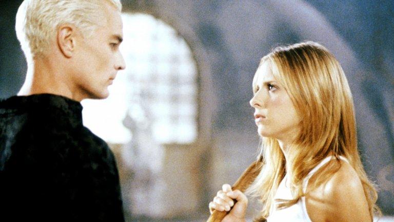 """Buffy the Vampire Slayer / """"Бъфи, убийцата на вампири"""" От 1997 до 2003 г. Сара Мишел Гелар владееше телевизионния ефир с ролята си на Бъфи, призвана да се бори със злото. Вампири, демони и вещици - всички те водеха битка с Бъфи и приятелите ѝ, а зрителите в България се залепяха за Fox Life, за да видят какво ще се случи в следващия епизод."""