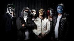 Crunkcore  Комбинира южняшки хип-хоп влияния в бързо темпо със скриймо стилистиката на крещящите вокали. Въпреки че понякога съдържа пост-хардкор и хеви метъл елементи, преплитането му с хип-хопа, техното и поп музиката го прави най-малко метълски от изброените тук поджанрове. Прославен е от групи като Brokencyde, Hollywood Undead и Blood On The Dance Floor.