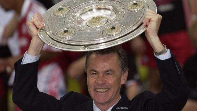 Отмар Хитцфелд - от Борусия Дортмунд в Байерн Мюнхен Когато швейцарецът вдигна Шампионската лига с Дортмунд през 2007 г., той беше със статут на божество във Вестфалия. Но както се случва често - Байерн обича да краде божествата на Дортмунд и през 2001-а стана европейски шампион и с баварците.