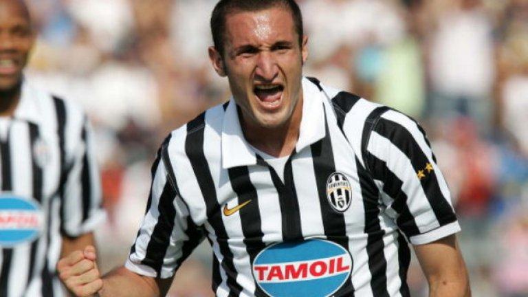 Опитният бранител е футболист на Ювентус вече поече от 14 години - от 2005-а.