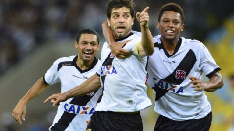 Жуниньо прекара девет години в Лион, след това мина през Катар и САЩ, за да завърши кариерата си във Вашко да Гама – откъдето тръгна за Европа.