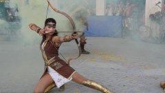 Страхотно шоу с мечове, щитове, брадви и лъкове се разигра в центъра на града