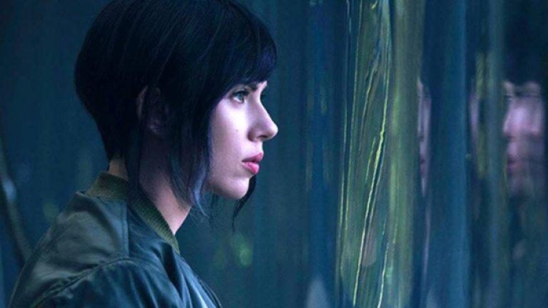 Първата официална снимка на актрисата в ролята на Мотоко Кусанаги. Адаптацията по Ghost in the Shell тръгва по кината в средата на април 2017 г.
