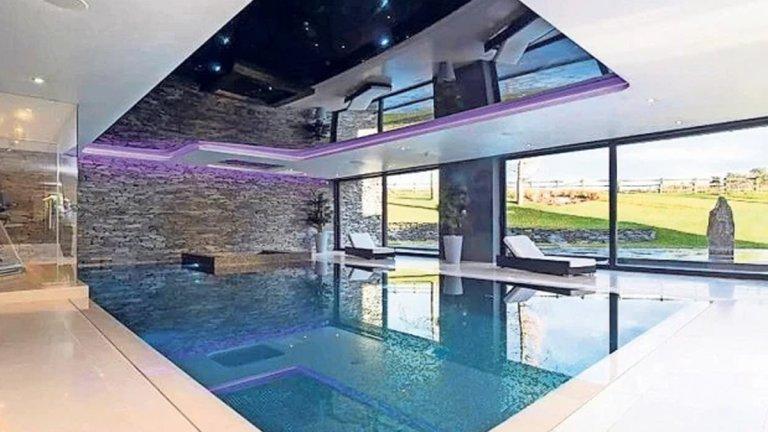 Добре дошли в новото имение на Роналдо в Англия