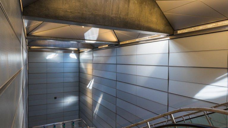 За разлика от по-старите станции, всички нови са оборудвани с два асансьора, вместо един и наклонът на стълбите е намален, за да направи качването и слизането по-удобно.