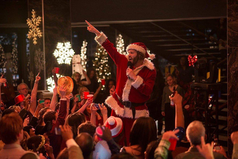"""""""Коледно парти"""" (2016)  Фирма организира парти за служителите си. От него не се очаква да се превърне в щур купон или да има неочаквани последици. Но за разлика от уговореното скромно парти, бързо се превръща в кошмар. Филмът не е чак кошмарен и става за едно гледане, но дотам."""