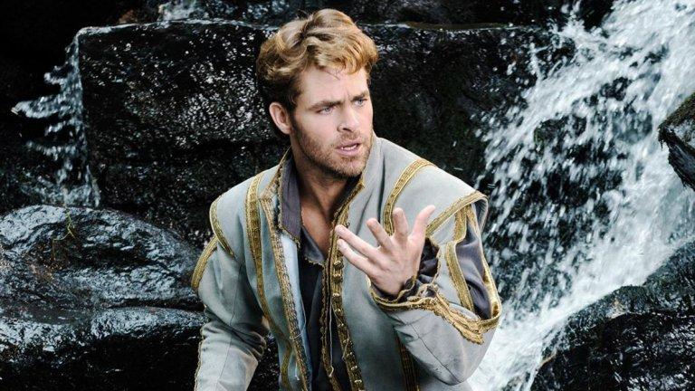 """Принцът на Пепеляшка във """"Вдън горите"""" (Into the Woods, 2014 г.)  О, да - много от по-младите зрители свързват лицето на Пайн с това на принц от филм на """"Дисни"""". Вдъхновен от няколко приказки на братя Грим, """"Вдън горите"""" събира впечатляващ актьорски състав - Мерил Стрийп, Емили Блънт, Джони Деп, Ана Кендрик. Прат е принцът на Пепеляшка, но не е перфектен, защото """"Вдън горите"""" все пак показва и какво следва след """"И заживели щастливо..."""", както и че това изречение не е валидно """"до края на дните""""."""