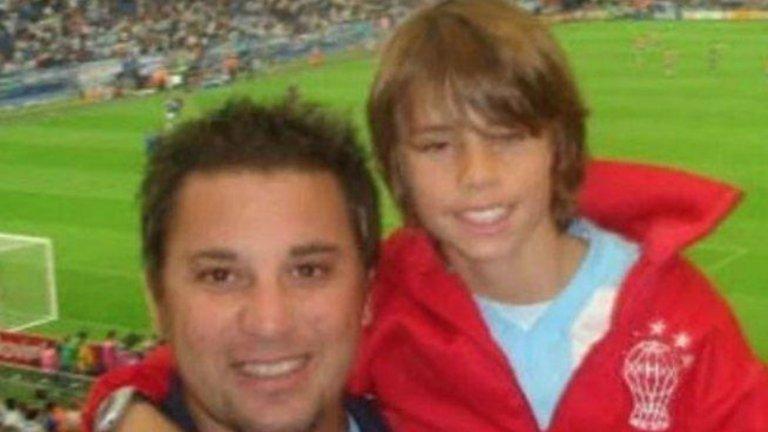 Антонио води сина си Фарид на световното първенство в Германия през 2006 година, но след катастрофа малкото момче умира.