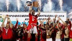 ЦСКА вдигна Купата през 2011 под ръководството на Радуканов