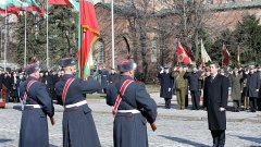 Казионното празнуване на 3 март: знамена, президент, почетна рота...