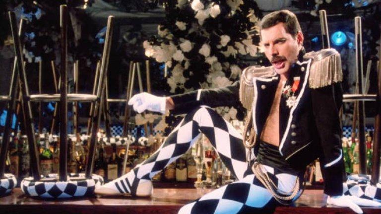 Freddie Mercury - Living On My Own Може и да му е самотно на лирическия герой в песента, но това е най-добрият начин да предпазиш себе си и околните от заразата.