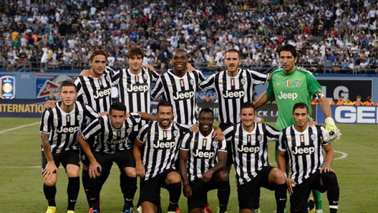 """9. Ювентус - 305 млн. паунда (507.70 млн. долара) С 29 титли на Италия, 9 купи на страната и два триумфа в Шампионската лига, Ювентус е една от традиционните европейски марки. През настоящия сезон отборът разполага с 24 футболисти, сред които 10 чужденци. Сред най-скъпите играчи на """"бианконерите"""" са Артуро Видал, Пол Погба, Клаудио Маркизио, Джорджо Киелини и Карлос Тевес"""