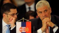 Президентът и външният министър на Сърбия - Борис Тадич (дясно) и Вук Йеремич (ляво)