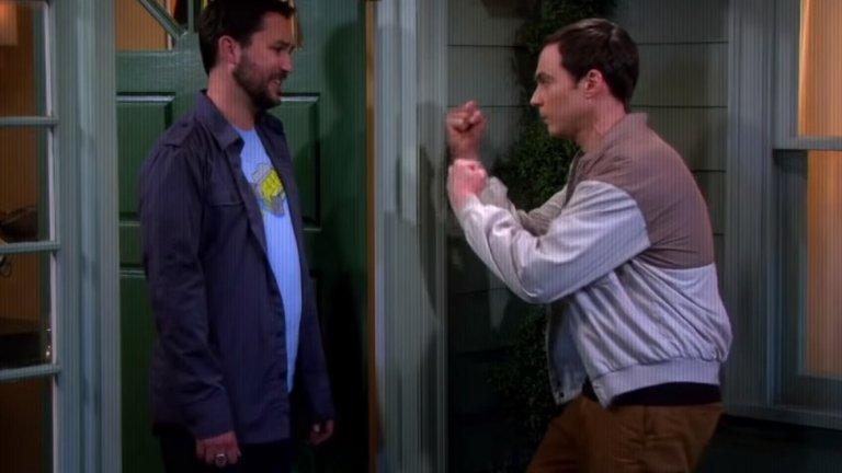 """Джим Парсънс и Уил Уитън  В """"Теория за Големия взрив"""" (The Big Bang Theory) героите на Джим Парсънс и Уил Уитън си разменят хапливи реплики и общуването им не върви никак гладко. Това все пак не е основната сюжетна линия, а Уитън дори не участва във всички сезони. Героят на Уитън обаче е основен противник и конкурет на Парсънс и не се харесват особено.    В реалния живот обаче двамата актьори се радват на доста топли и приятелски отношения. Когато Уитън напуска шоуто, споделя в интервюта, че за него е била изключителна чест да играе с такива великолепни актьори и хора, с които впоследствие се е сближил и е в повече от добри приятелски отношения."""