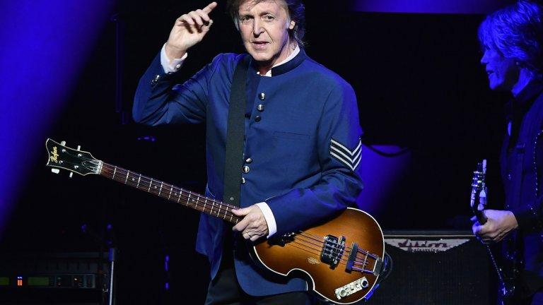 """13. Пол Маккартни - Рок легендата е бил жертва на """"death hoax"""" и в наши дни. През пролетта на 2012-а """"RIP Paul McCartney"""" (Почивай в мир, Пол Макартни) става една от най-обсъжданите теми в Twitter. Слухът за смъртта на певеца е опроверган на следващия ден."""