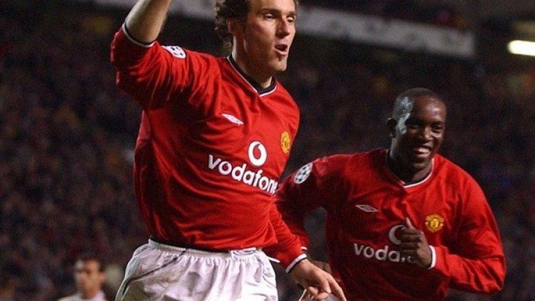 """Лоран Блан Манчестър Юнайтед (2001-2003) Сър Алекс се опита на няколко пъти да привлече световния шампион с Франция на """"Олд Трафорд"""", но успя едва, след като Блан навърши 35 години, а това съвпадна с изненадващото напускане на Яп Стам. Блан имаше проблеми в началото, но след това помогна за спечелването на титлата през 2003 – последният му сезон като играч."""