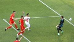 Моментът, в който Мавранович вкара за 2:1, но попадението му бе отменено поради засада