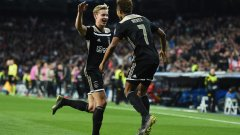 Франки де Йонг и Давид Нерес празнуват втория гол във вратата на Реал
