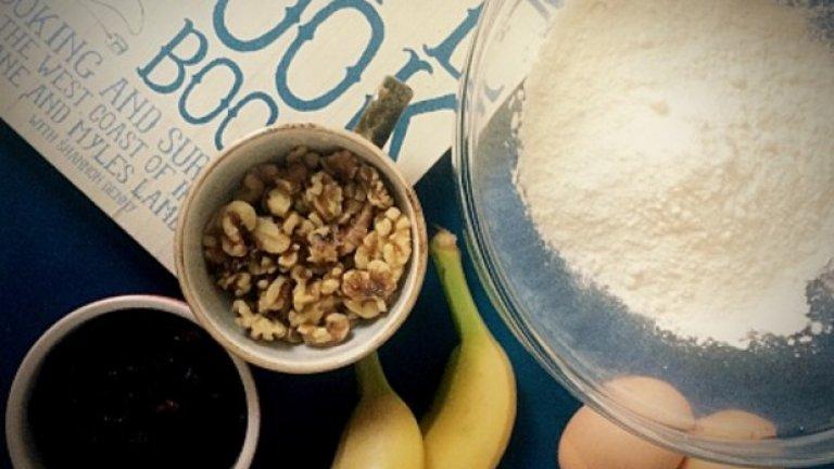 Бананово брашно   Банановото брашно е изключително богато на несмилаемо нишесте - пребиотик, който помага за развитието на полезни бактерии в храносмилателната система, усилва имунната система и улеснява отслабването.   Безглутеновото бананово брашно е богато на калий и може да се използва като добавка както при печива, така и при шейкове.