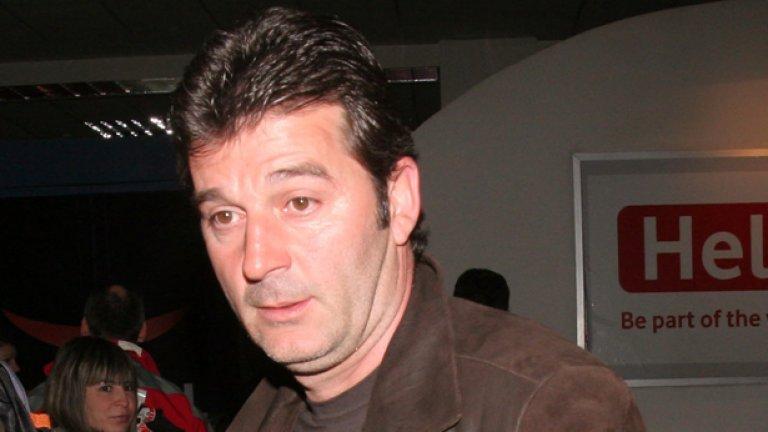 Емил Костадинов се прибра от Анталия с частния самолет на спонсора на Лудогорец Кирил Домусчиев и малко по-късно отпътува за Бразилия за преговори за Лео Силва