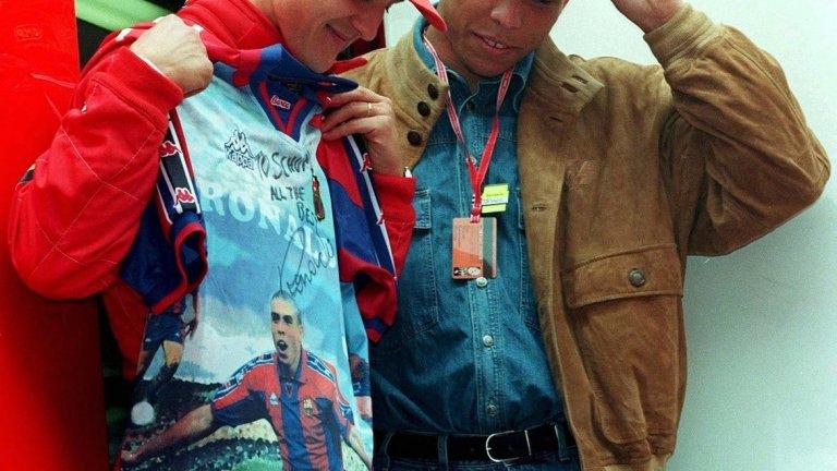 Легенди в своите спортове – Роналдо дава своя тениска с подпис на Михаел Шумахер
