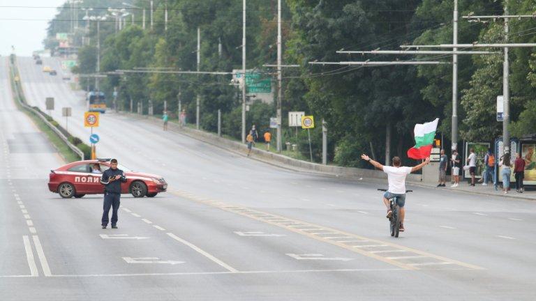 Движението на автомобили в района се пренасочва от патрули на СДВР