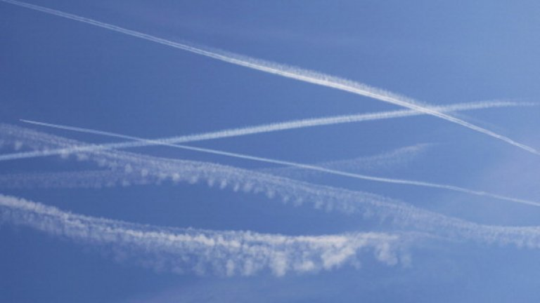 Защо правителството да има интерес да трови населението си, като пръска химикали от самолет? Няма смислен отговор