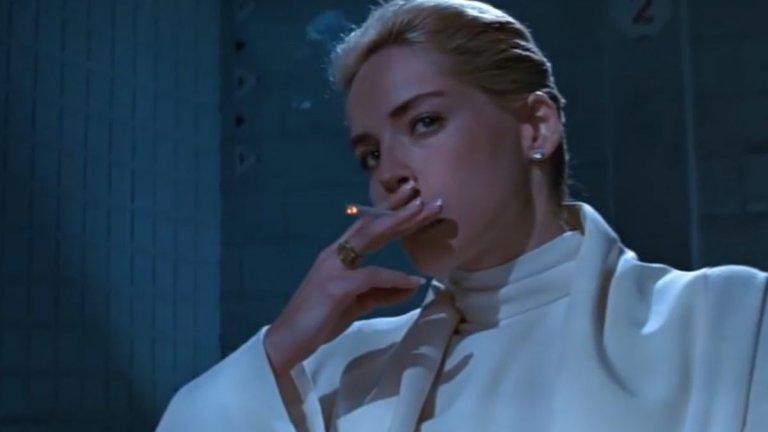 """""""Първичен инстинкт"""" Култовата еротика на Пол Верховен обезсмъртява Шарън Стоун и нейните крака и цигари. Филмът се върти около полицейския инспектор Ник Къран (Майкъл Дъглас), който разследва бруталното убийство на рок звезда. По време на разследването Къран се впуска в страстна и опасна връзка с главната заподозряна, красивата Катрин Трамел (Стоун). Сцената, в която тя прелъстява полицаите, които я разпитват, е особено противоречива за времето си, а към днешна дата е смятана за една от най-култовите в съвременната кино история."""