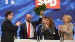Червени рози за кандидата на европейските социалисти Мартин Шулц