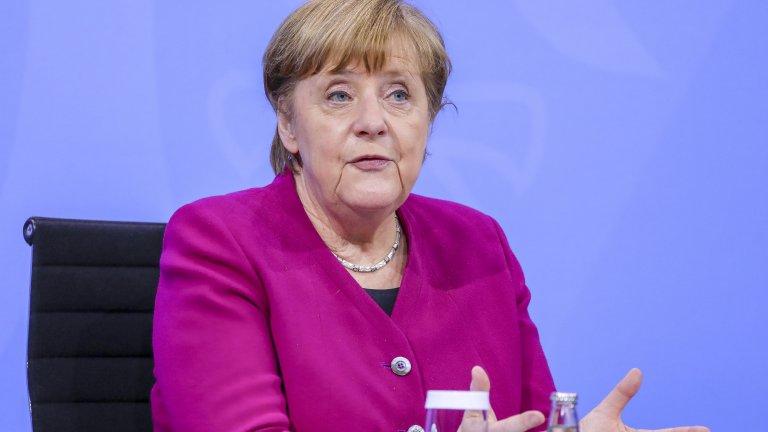 Канцлерът на Германия Ангела Меркел е един от най-разпознаваемите политици в света. Тя влиза в политика след падането на Берлинската стена, когато се присъединява към Християндемократическия съюз на Хелмут Кол, като впоследствие го детронира през 1999 г. Тя е първата жена на поста федерален канцлер и неееднократно е била на челно място в класацията за най-влиятелна жена на годината на Forbes.