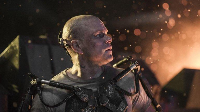 """The Martian (Марсианецът)   Премиера за България: 2 октомври   След """"Изход: Богове и царе"""" Ридли Скот се насочва към екранизирането на бестселъра """"Марсианецът"""" на Анди Уеър. Тук Мат Деймън е в ролята на астронавт, който се бори напълно сам за оцеляване на Марс, след провалила се мисия на Червената планета. Ако не друго, поне визията изглежда гарантирано помитаща."""