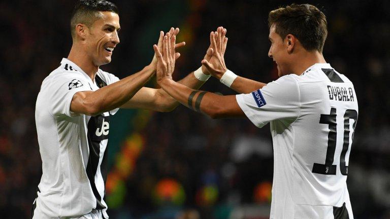 """3. В Юве Роналдо отново променя ролята си  Кристиано Роналдо започна кариерата си като експлозивно крило, но постепенно ролята му на терена се промени напълно и той се превърна в безпощаден хищник в пеналта. В последните години в Реал Мадрид той имаше все по-малко участие във всички аспекти от играта извън завършването на атаките. Изглежда обаче в Ювентус ще се оформи още една различна версия на CR7, която ще съчетае набезите му по крилото и по-разнообразната игра от ранните години с насъбрания опит и тактическата зрялост на днешния Роналдо. При завръщането си на """"Олд Трафорд"""" снощи, португалецът показа колко различни функции може да изпълнява в атаката и го видяхме в центъра, вляво и вдясно, а именно негово центриране доведе до победния гол на Дибала. Пред Макс Алегри има доста варианти в атакуващ план, защото той разполага с различен тип нападатели и може да използва звездата си практически на всеки пост в предни позиции."""