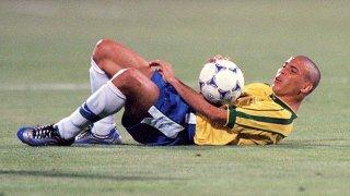 """Как така най-добрият млад играч на планетата и голмайсторът с инстинкт на убиец се оказа безпомощен и слаб в най-решителния момент за """"селесао"""" през 1998-а?"""