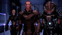 Mass Effect 2 (EA/BioWare)  Оригиналната космическа сага на BioWare постави солидно начало, но именно Mass Effect 2 е добър пример за това как продължението може да бъде изпипано, така че да отговаря на нуждите на всеки геймър. За хардкор играчите, които все още пазят сейвовете си от оригинала, е предвидена възможността да ги заредят в продължението, което развива историята според изборите на геймърите в първата част.   Ако обаче не сте запознати с всички галактически интриги и деликатни завои, също може да се потопите в играта без проблем. Историята се развива интуитивно, а за по-любопитните е предвидена и виртуална енциклопедия, към която винаги може да се допитате.
