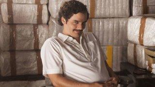 Наркос / Narcos (2015-2017) - Светът на наркобароните стои в основата на хита на Netflix. Сериалът е базиран на историята на Пабло Ескобар, който прави милиарди от продажбата на кокаин, и неизбежния му сблъсък с Отдела за борба с наркотиците (DEA) в САЩ. Популярността на сериала е внушителна, а високите оценки на критиците за трите излезли сезона също са солиден аргумент за това да му хвърлите едно око.