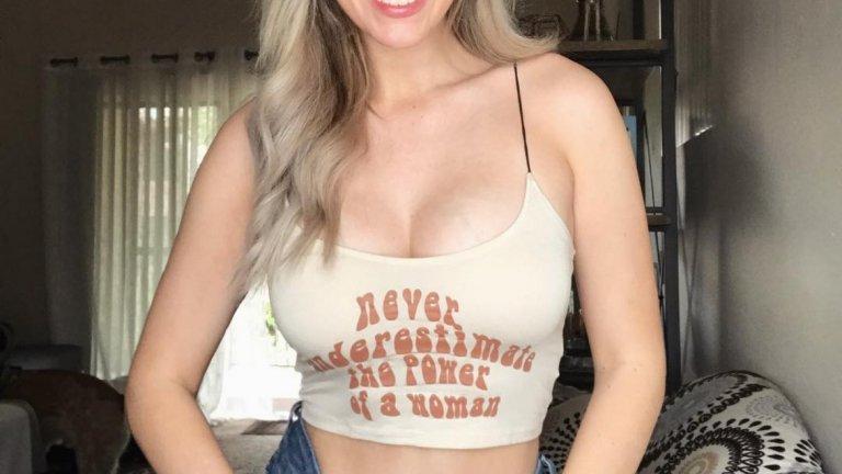26-годишната инстаграм сензация изпратила снимка, на която се виждат гърдите й на мъж, но съжалявала след раздялата им.