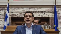 """Ципрас заяви, че излизането от еврозоната """"би довело и до огромни трудности за населението"""""""