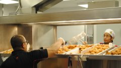 """20 души работят в ресторанта на площад """"Славейков"""""""