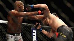 Ключовият момент в мача беше тейкдауна, който американецът направи в началото на третия рунд.