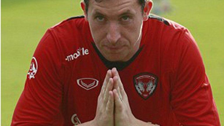 Господ идва в Тайланд. Фаулър поигра за Маутонг Юнайтед, бе и играещ треньор, стана и шампион. Наследи го Славиша Йоканович, който сега води Левски.
