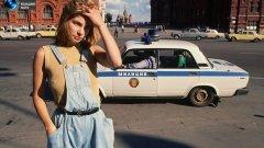 18-годишната проститутка Катя обикаля Червения площад в търсене на работа малко преди колапса на СССР през 1991-ва