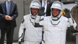Има сериозна причина облеклата на Боб Бенкън и Дъг Хърли да изглеждат толкова холивудски
