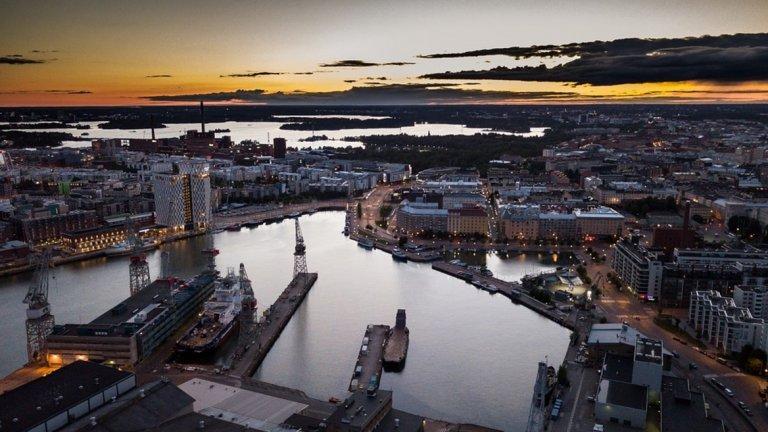 Финландия  Финландия също е една от сред безопасните страни за пътуване, на базата на медицински рискове и рискове за сигурността при пътуване, включително инфекциозни заболявания и политическо насилие.