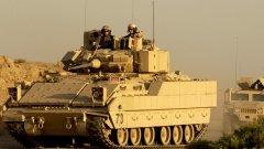 """Това, което партийната телевизия """"Алфа"""" обяви за танкове, всъщност се оказват бойни машини на пехотата М2 Bradley идващи за българо-американска тренировка на полигона """"Ново село""""."""