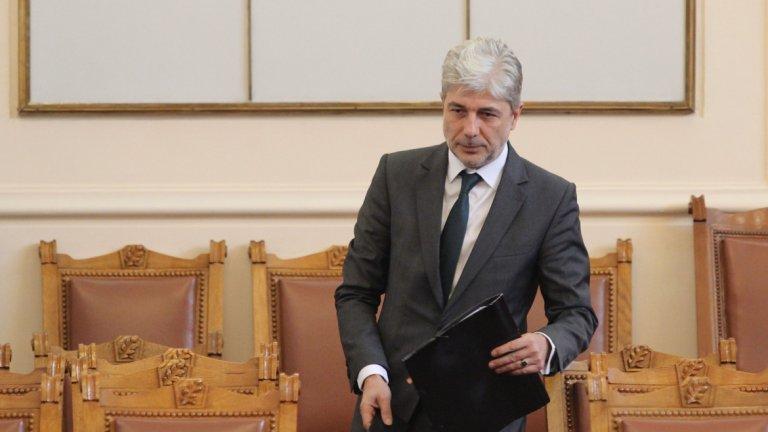 Той трябва да се съобрази с препоръките на главния прокурор Сотир Цацаров