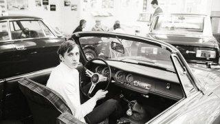Май 1968-а. Кройф вече е суперзвезда на Аякс и си е подарил нов автомобил Alfa Romeo за 21-ия си рожден ден. Великите години пред него тепърва предстоят. Вижте в галерията 9 от нещата, в които холандецът бе пръв.