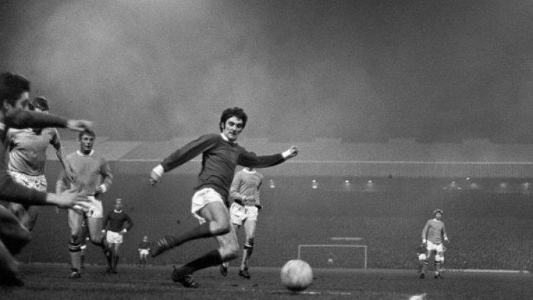 """27 март 1968 г. - Битка за титлата. Бест срещу Сити, този път на """"Олд Трафорд"""". Мачът е от изключително значение - четири тима са в две точки на върха. Освен манчестърските съперници, това са Лийдс и Ливърпул. Бест открива резултата, но Колин Бел изравнява. Джордж Хислоп извежда Сити напред, а Франи Лий оформя крайното 1:3 за гостите. Седмица по-късно Юнайтед губи у дома и от Ливърпул, с което мечтите се изпаряват. Поне за титла у дома..."""