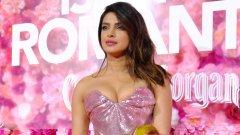 И няколко факта за горещата актриса с индийски произход...
