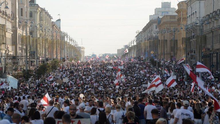 Над 100 хил. души на най-големия протест срещу Лукашенко досега